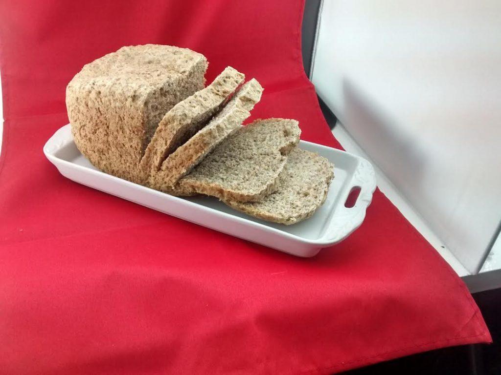 Pan integral con máquina familiar de hacer pan