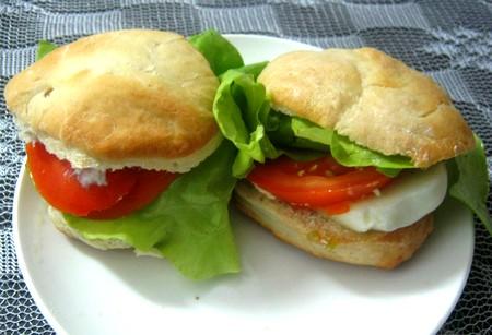 Panes redonditos transformados en sándwiches