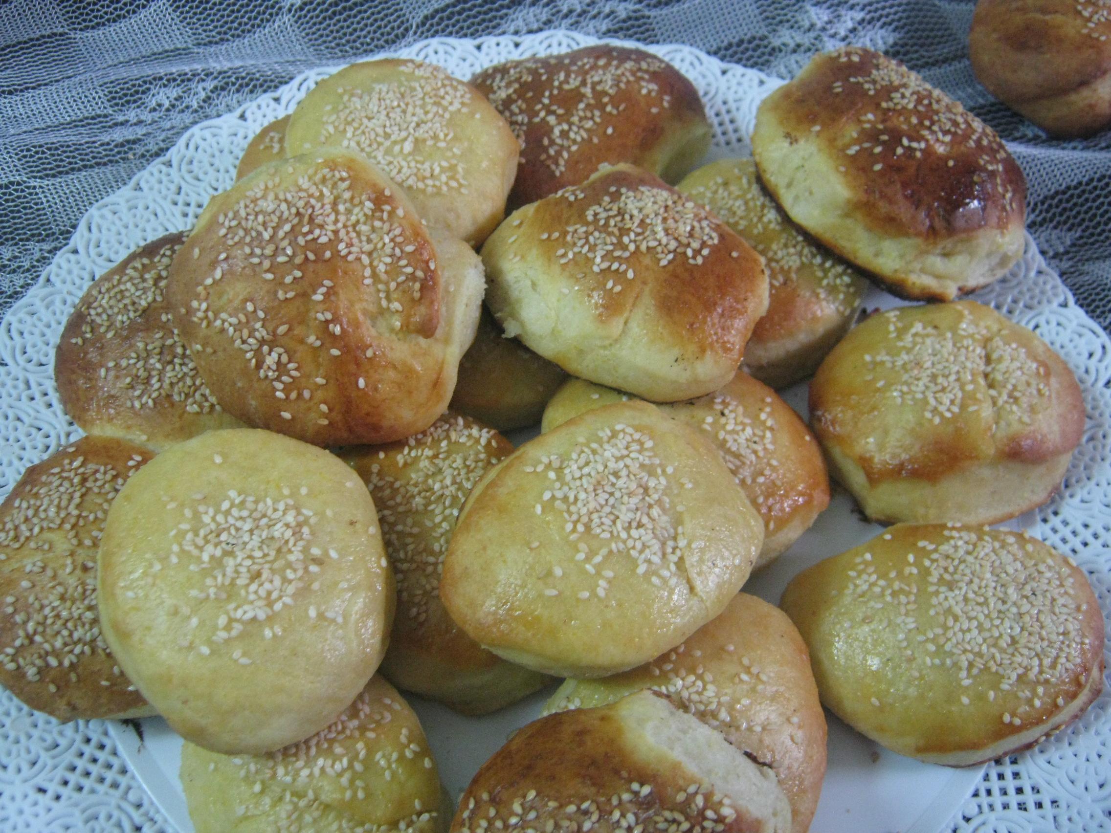Panes caseros sin sal con harina integral albahaca y salvia