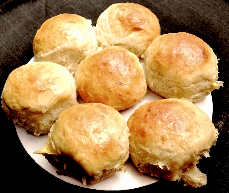 Pan de hamburguesa de polenta y puré de papas