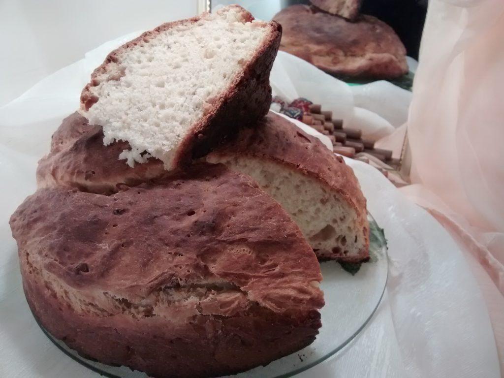 Pan rosca con maníes (cacahuate)