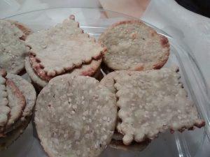 Galletas con harina arvejas y sésamo